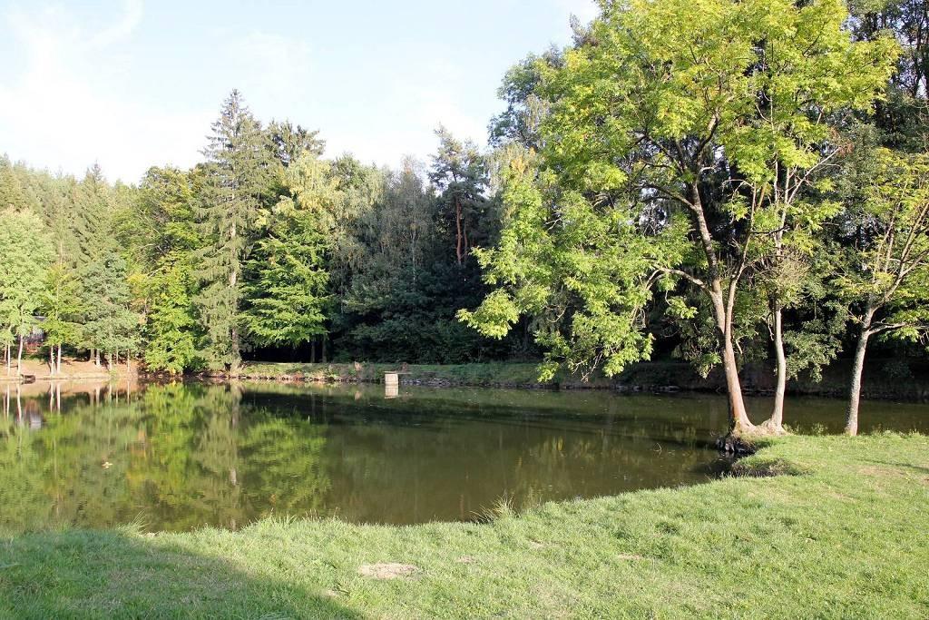 Černý rybníka